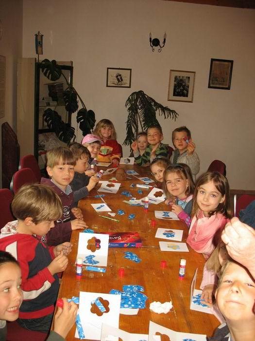 1bf0b7fc5b Anyáknapi ajándékkészítés a Vasiban, 2011 – Csömöri Evangélikus ...